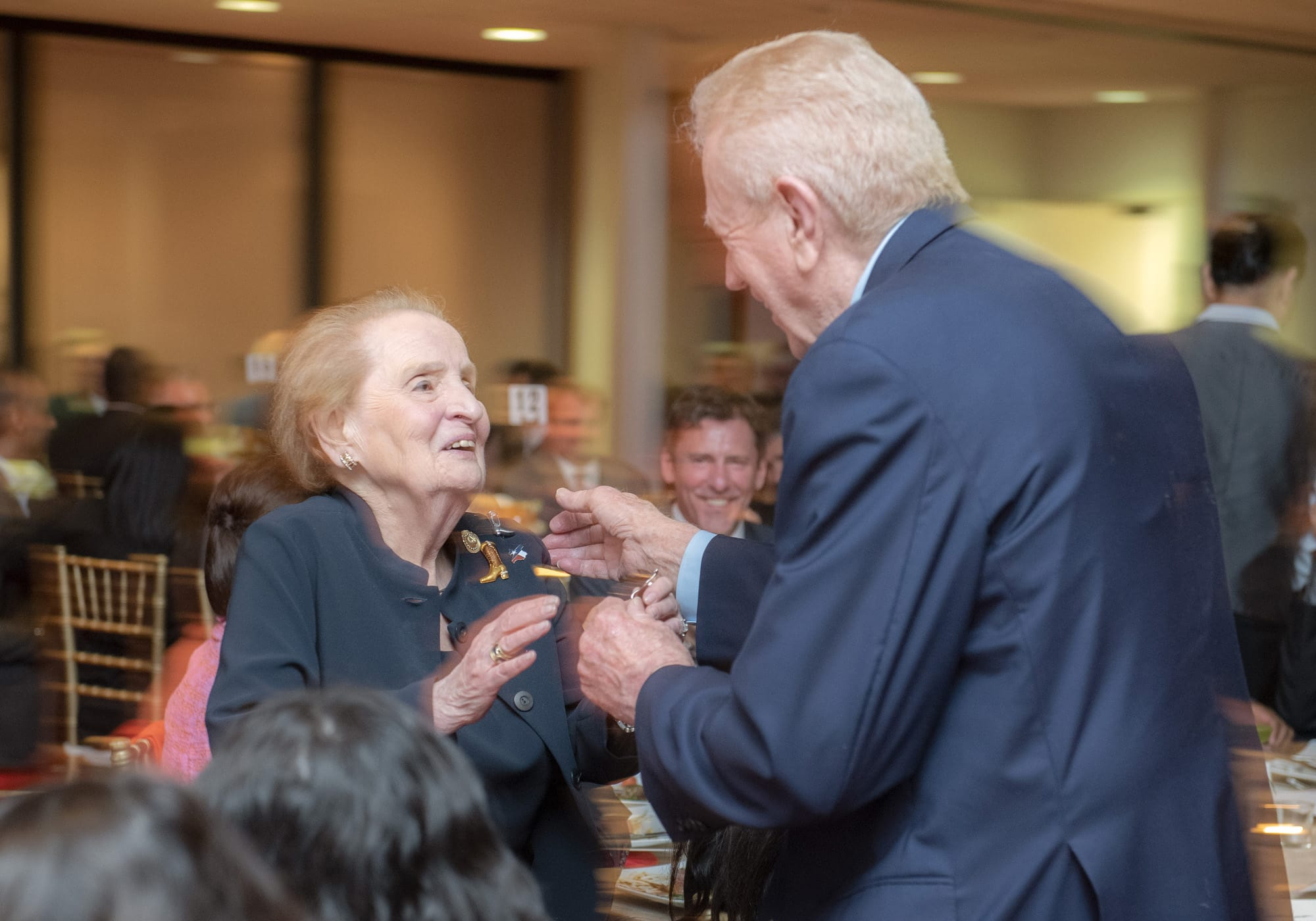Ben Barnes presents Madeleine Albright with a Texas pin.